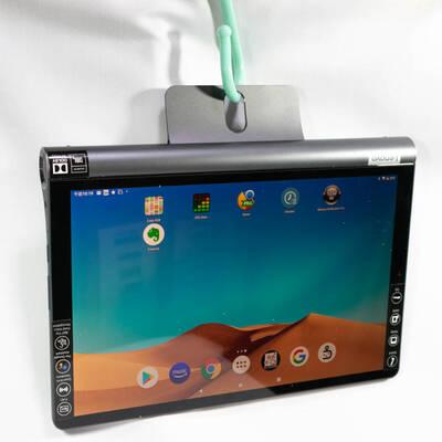 Lenovo Yoga Smart Tab ZA3V0052JPをS字フックで吊り下げた状態
