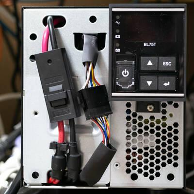 オムロン UPS BL75Tの前面パネルの取り外し