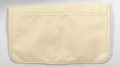 マスクケースの背面ポケット
