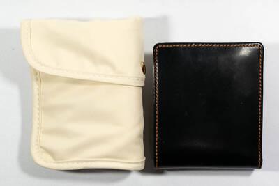 マスクケースの折りたたみと財布の大きさ皮革