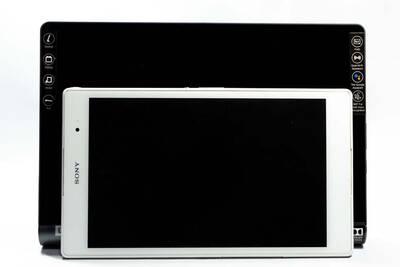 ZA3V0052JP(YT-X705F)とXperia Z3 Tablet Compact(SGP611)の大きさ比較-1